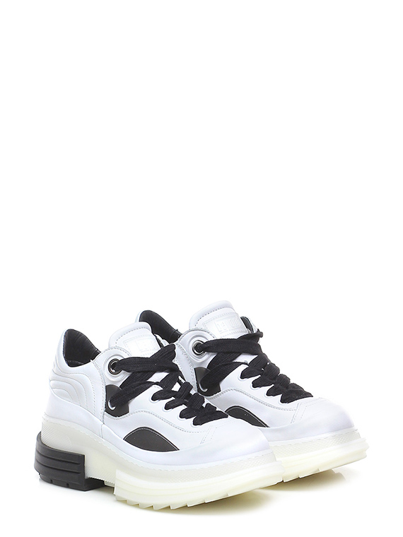 Sneaker azalea