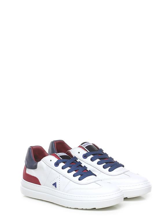 Sneaker eddy