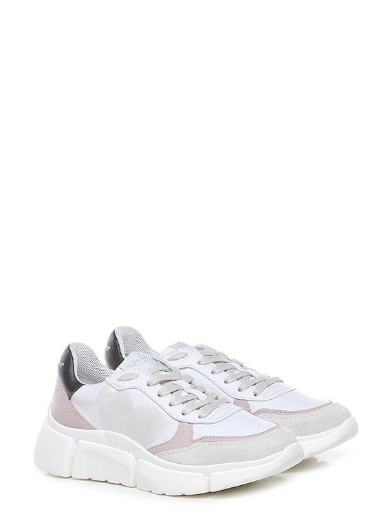 Sneaker stinger running