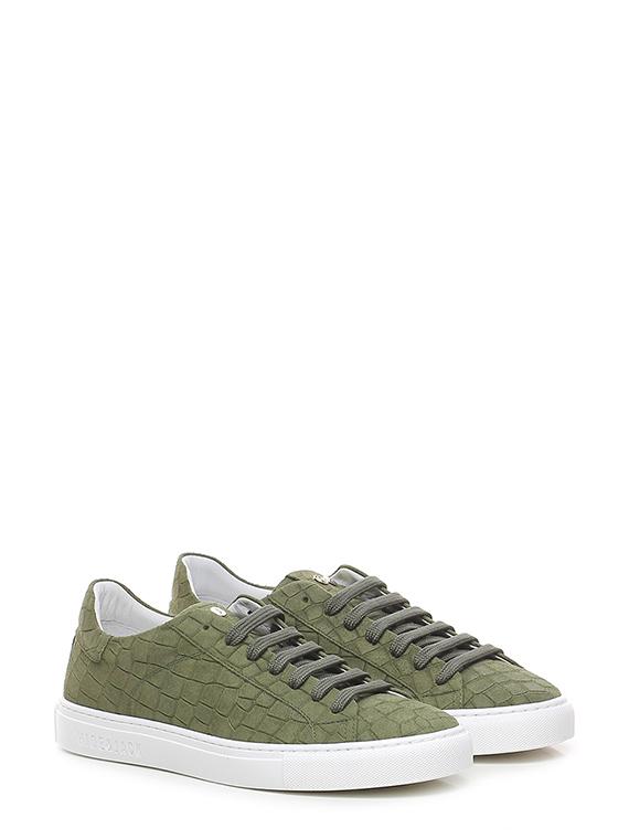 Sneaker essence