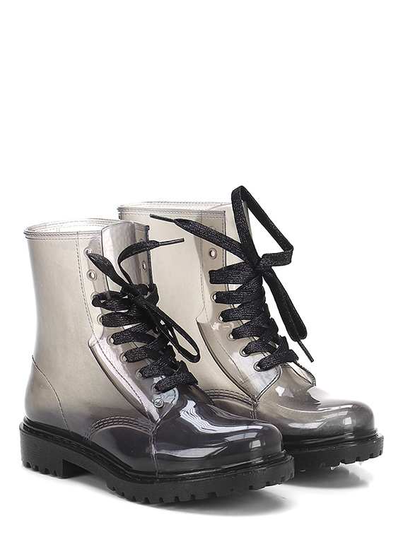 Low boots